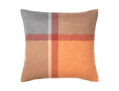 Декоративна възглавница - цвят теракота/червена магма